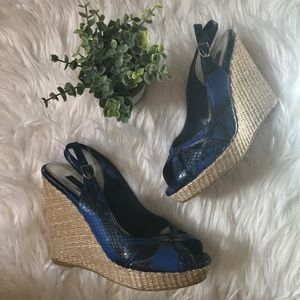 $4.99 Ship WHBM Sophie Blue Snakeprint Woven Wedge